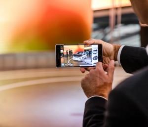 P90245337_highRes_bmw-i-augmented-real-300x257 Premieră mondială - aplicaţie BMW i de vizualizare a produsului prin augmented reality