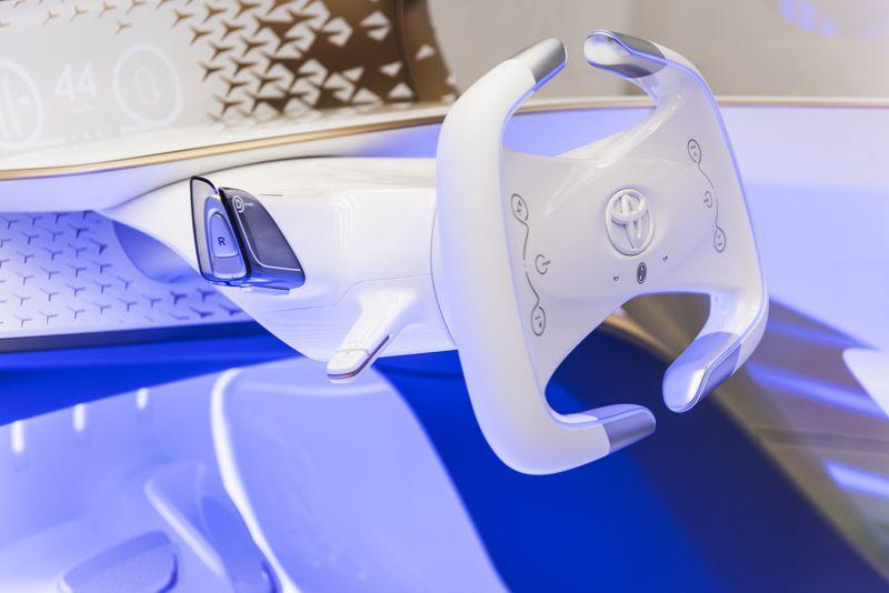 Concept_i_interior_and_steering_wheel Yui, ființa din spatele tehnologiei