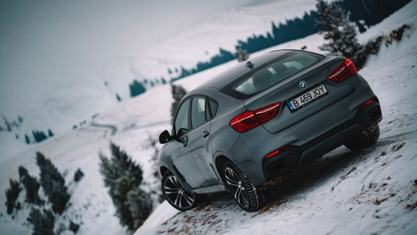 P90249724_lowRes_frozen-romania-02-20 Cu BMW X6 în căutarea filmării perfecte (video)