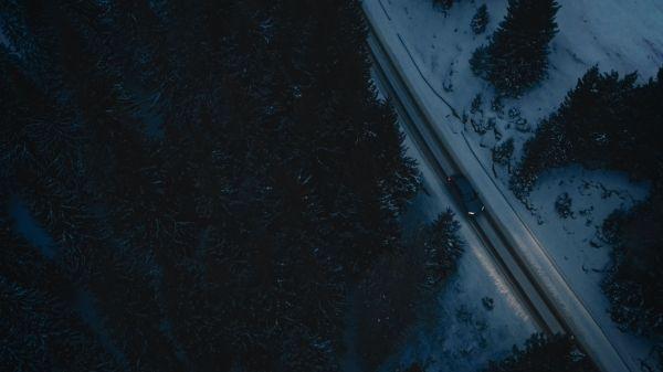 P90249728_lowRes_frozen-romania-02-20 Cu BMW X6 în căutarea filmării perfecte (video)