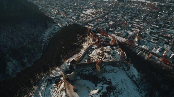 P90249733_lowRes_frozen-romania-02-20 Cu BMW X6 în căutarea filmării perfecte (video)