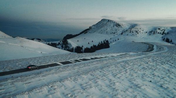 P90249737_lowRes_frozen-romania-02-20 Cu BMW X6 în căutarea filmării perfecte (video)