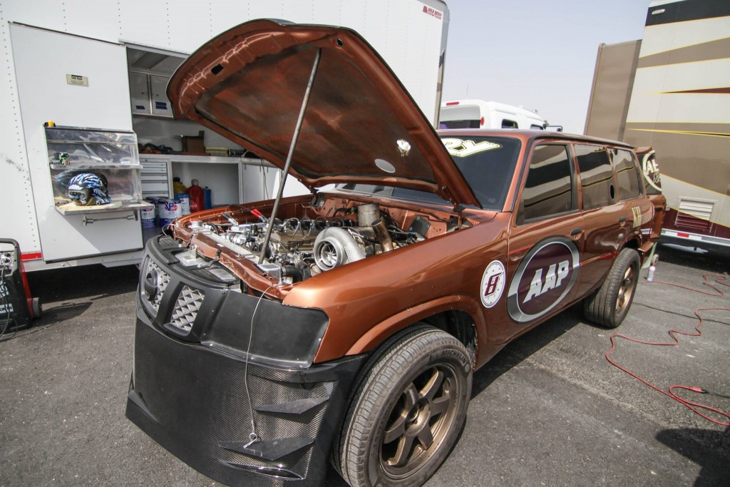 Nissan-Patrol-AAP-Qatar-fata-static-cu-capota-ridicata-1024x683 Cele mai rapide SUV-uri din lume...