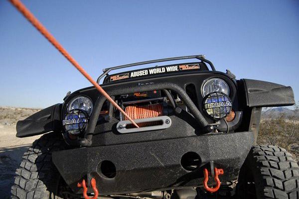 mile-marker-winch-on-jeep-synthetic-rope Cablul de otel vs. plasma sintetica pentru troliu