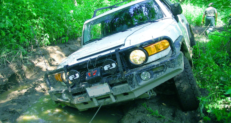 recuperare-vehicul-4x4-din-noroi Cum sa eviti situatile neplacute si cum sa-ti menti vehiculul 4x4 intact pe traseele off road