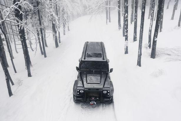 EMR_CT_090218aresdefender_04 Cel mai luxos SUV Land Rover Defender 4x4 a fost scos la vanzare