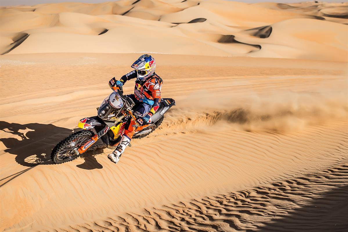 Sam-Sunderland-Red-Bull-KTM-Factory-Racing-2018-Abu-Dhabi-Desert-Challenge Sam Sunderland castiga solicitantul stagiu 3 al 2018 Abu Dhabi Desert Challenge