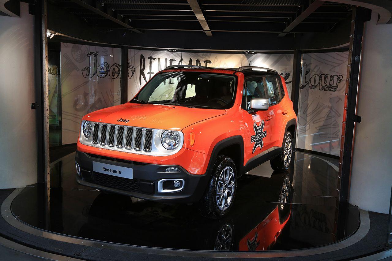 07590785-photo-jeep-renegade-et-cherokee-rendez-vous-au-motorvillage Jeep lanseaza expozitia exclusiva Jeep Adventure la MotorVillage Champs-Elysées Paris