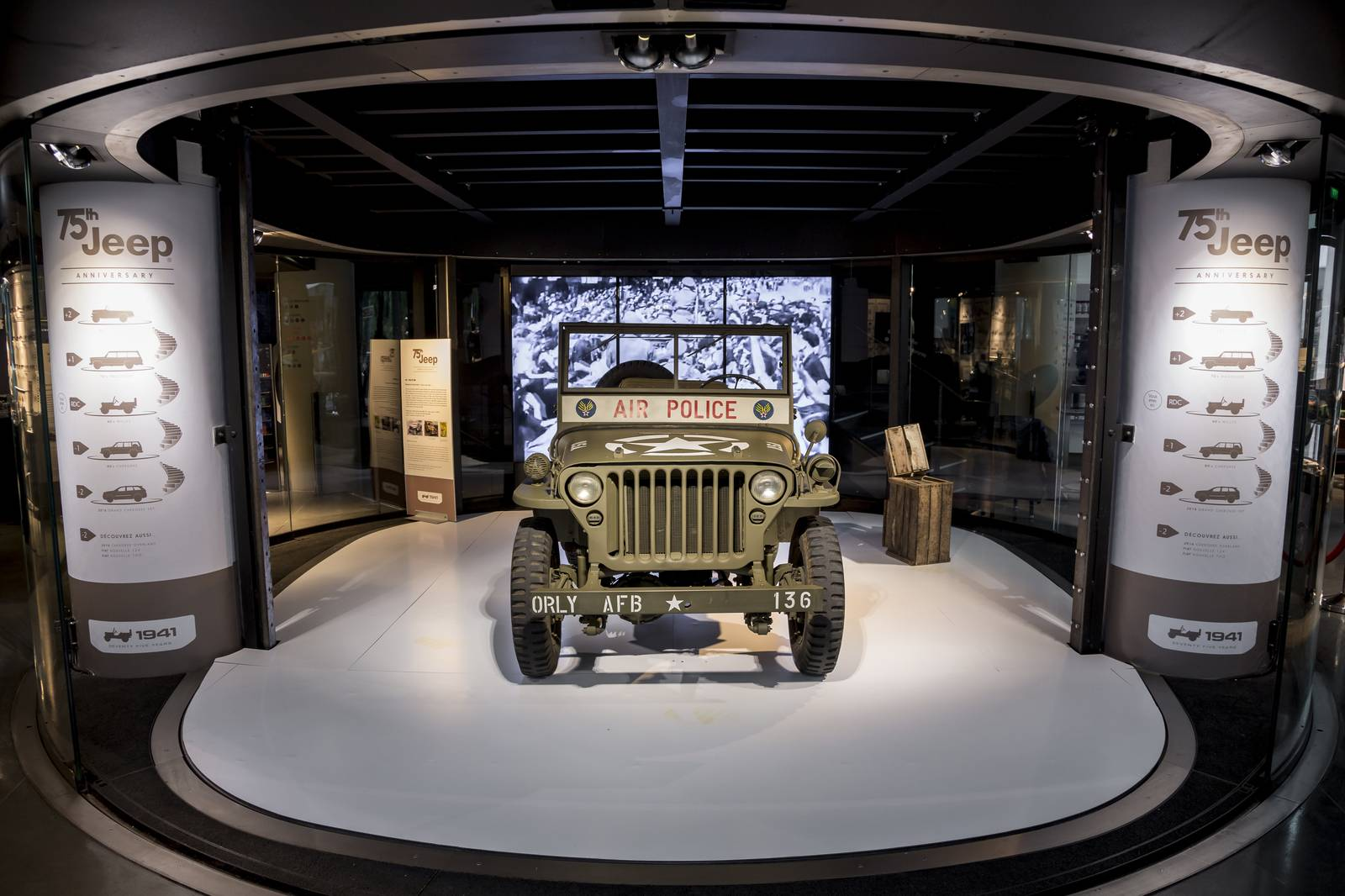 ManlyThings_MotorVillage Jeep lanseaza expozitia exclusiva Jeep Adventure la MotorVillage Champs-Elysées Paris