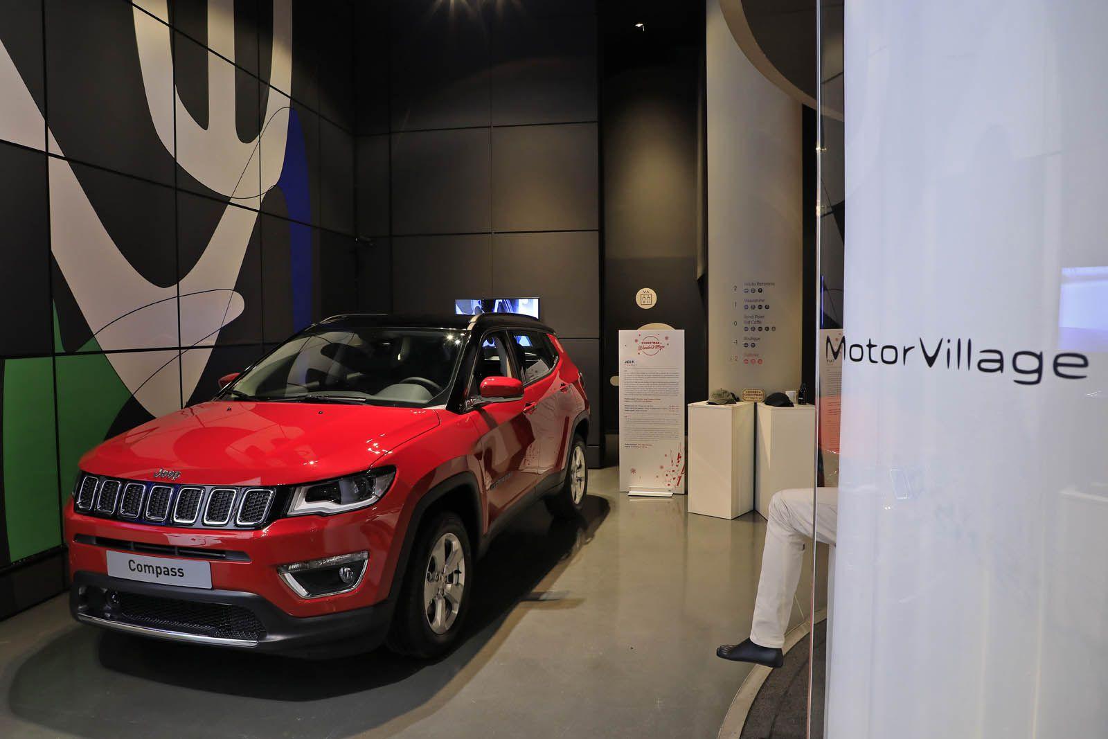 photo-expo-noel-motorvillage-paris-2017-1-017 Jeep lanseaza expozitia exclusiva Jeep Adventure la MotorVillage Champs-Elysées Paris