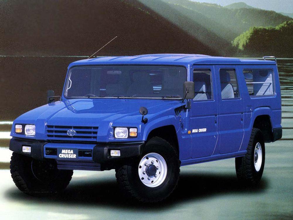 "toyota-mega-cruiser Acel moment cand Toyota si-a facut propriul Humvee si l-a numit ""Mega Cruiser"""