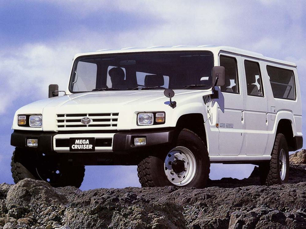 "toyota-mega-cruiser2 Acel moment cand Toyota si-a facut propriul Humvee si l-a numit ""Mega Cruiser"""