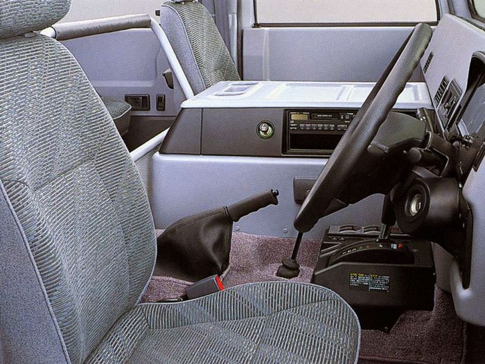 "toyota-mega-cruiser4 Acel moment cand Toyota si-a facut propriul Humvee si l-a numit ""Mega Cruiser"""