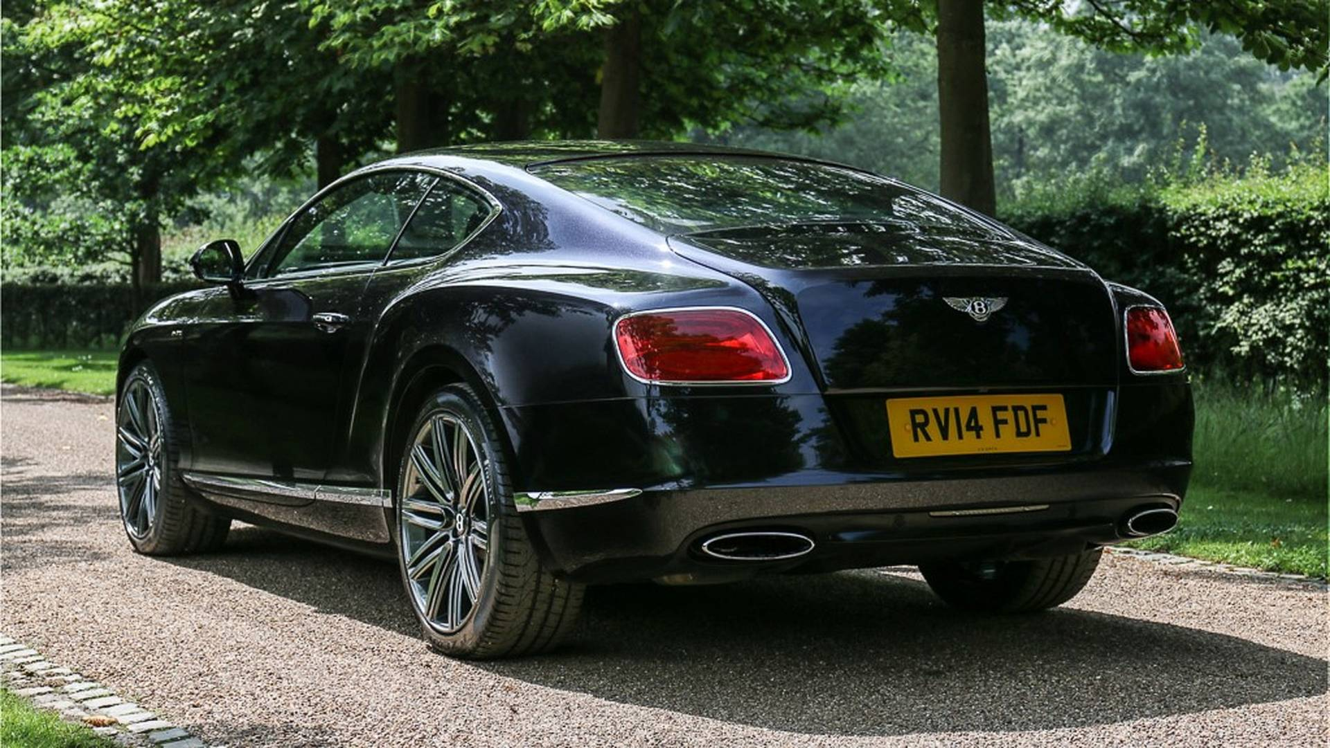 bentley2 Sir Elton John isi scoate la licitatie Bentleyul: Ce suma spera sa obtina