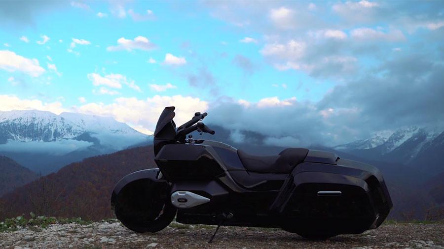 5b09655afc7e93a81a8b4596 Motocicleta Kalashnikov arata exact cum va asteptati