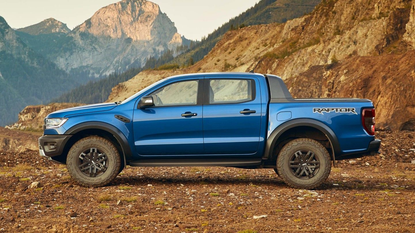 Ford-Ranger_Raptor-EU-2018_FORD_RANGER_RAPTOR_Shot27_FullSideStatic_03_16x9-2160x1215_2.jpg.renditions.extra-large Ford a lansat Ranger Raptor in Europa