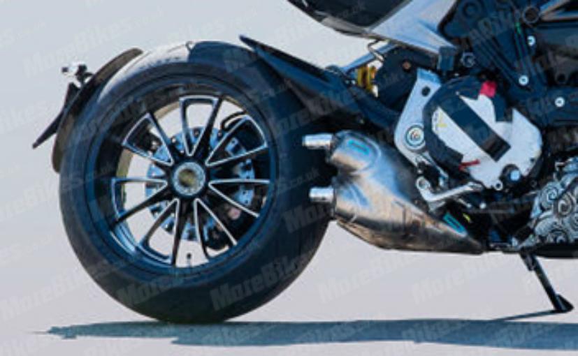 diavel2 Ducati Diavel 2019, zarit in trafic