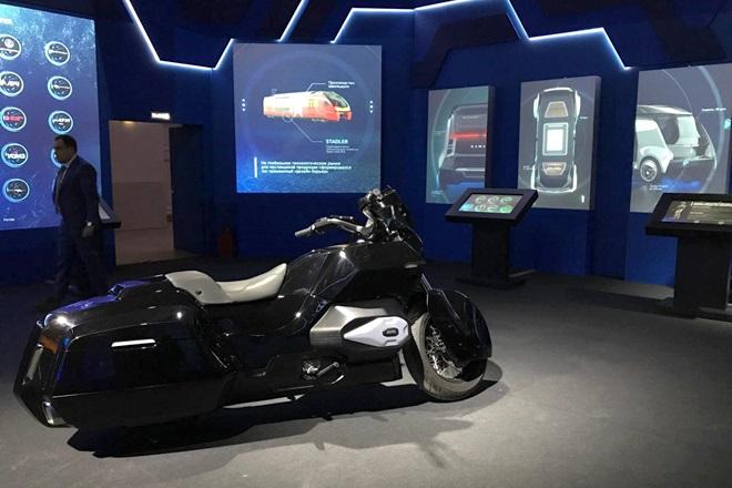 kalashnikov-izh-electric-motorcycle-vladimir-putin-cortez Motocicleta Kalashnikov arata exact cum va asteptati