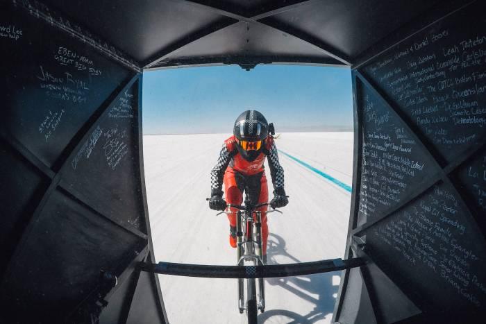 MBS_PROJECTSPEED-Denise-in-Fairing-700x467 Haideti sa urmarim aceasta femeie care atinge aproape 300 km/h pe o bicicleta