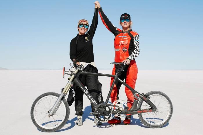 MBS_PROJECTSPEED-Shea-Denise-KHS-bike-700x467 Haideti sa urmarim aceasta femeie care atinge aproape 300 km/h pe o bicicleta