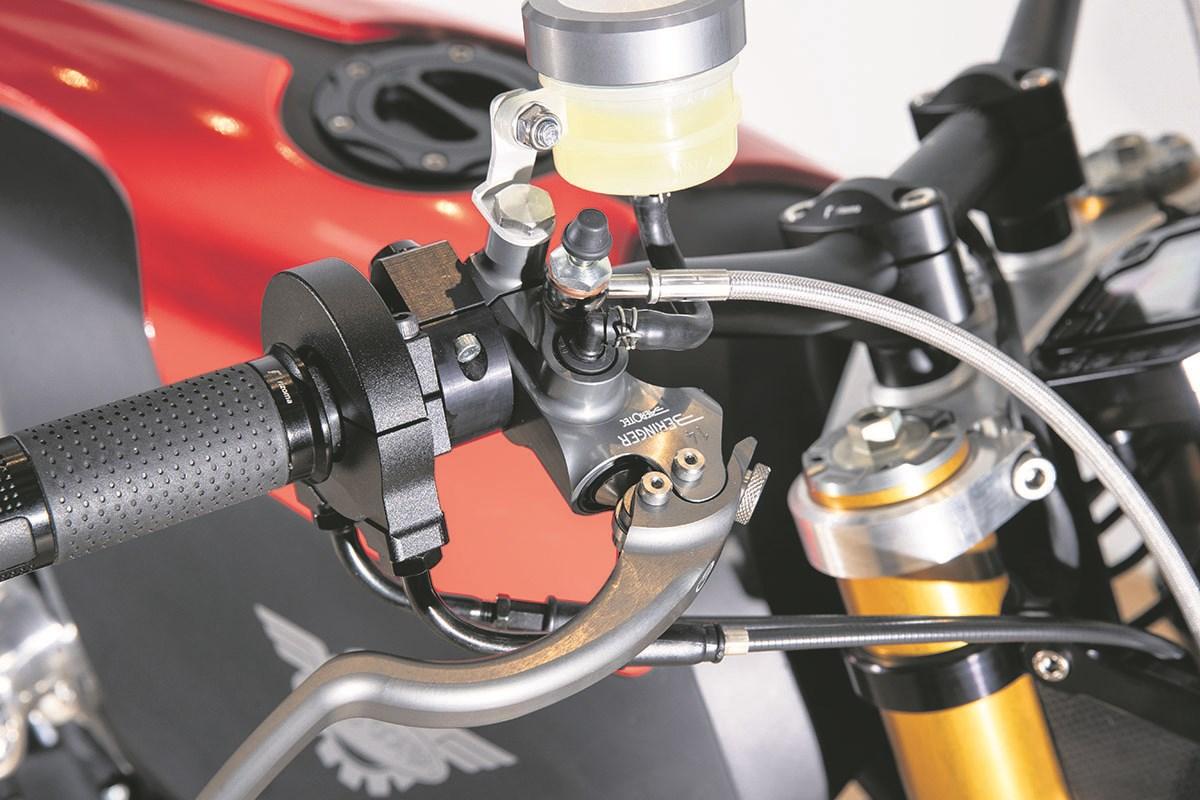 moto-corsa Moto Corsa 2K, o motocicleta naked cu un motor de 2.000 cc