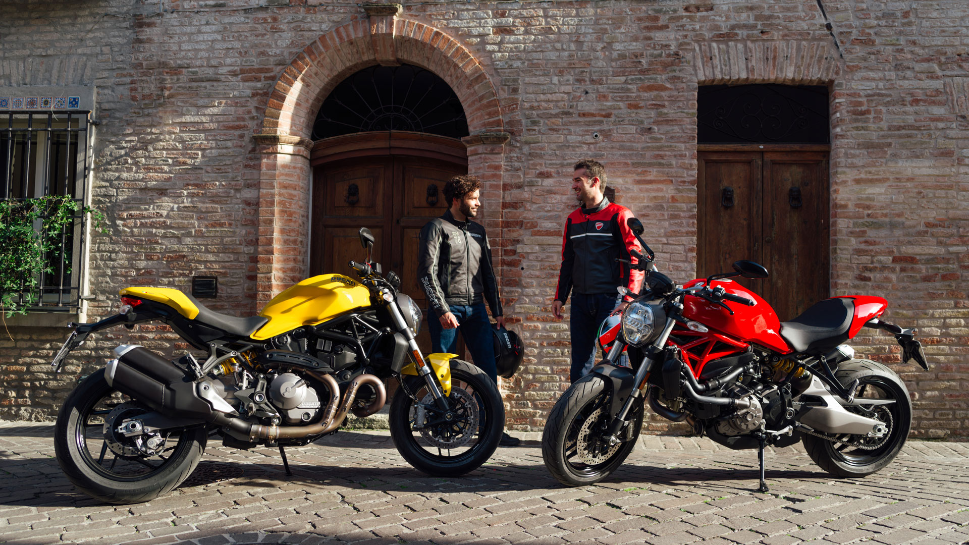 Monster-821-MY18-Yellow-Red-07-Slider-Gallery-1920x1080 Ducati Monster 821 Stealth - perfect pentru toata lumea !