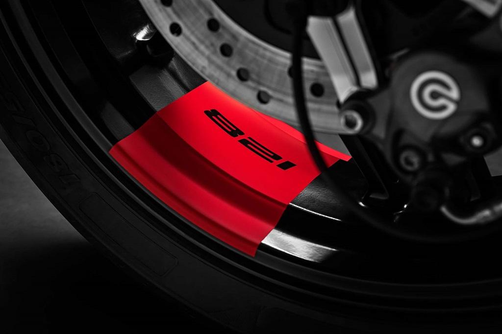 ducati-monsterjpg Ducati Monster 821 Stealth - perfect pentru toata lumea !