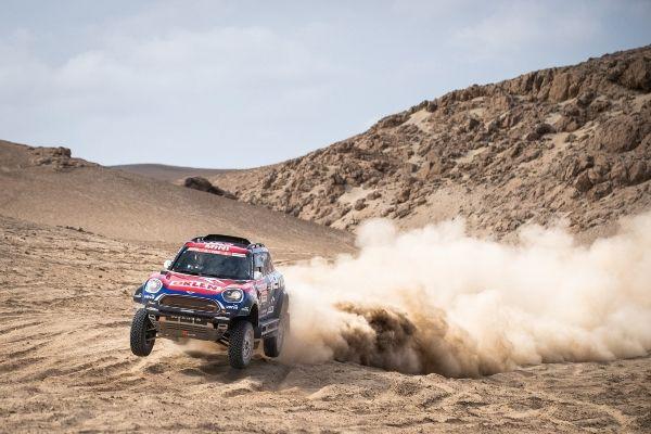 P90334653_lowRes_2019-dakar-stage-3-j MINI JCW Rally vs. MINI JCW Buggy