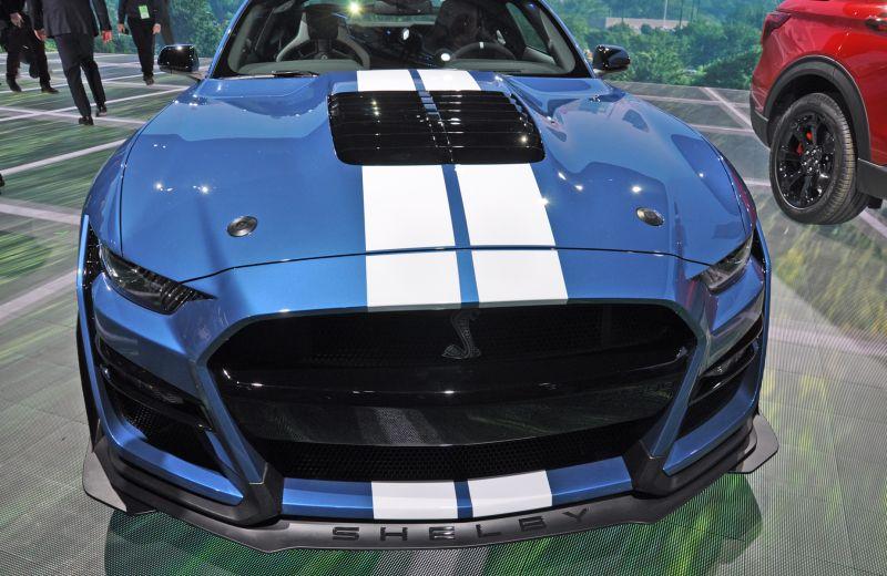 mustang-fata Ford a prezentat cel mai rapid Mustang din istorie
