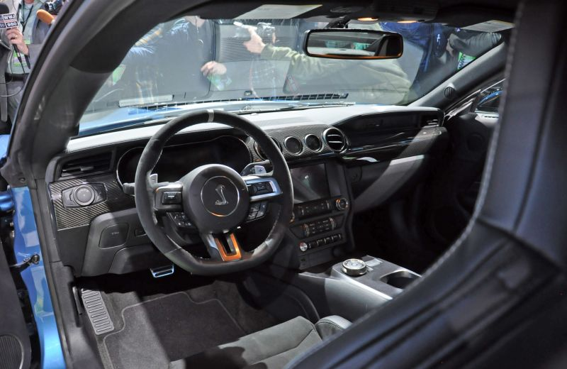 mustang-interior Ford a prezentat cel mai rapid Mustang din istorie