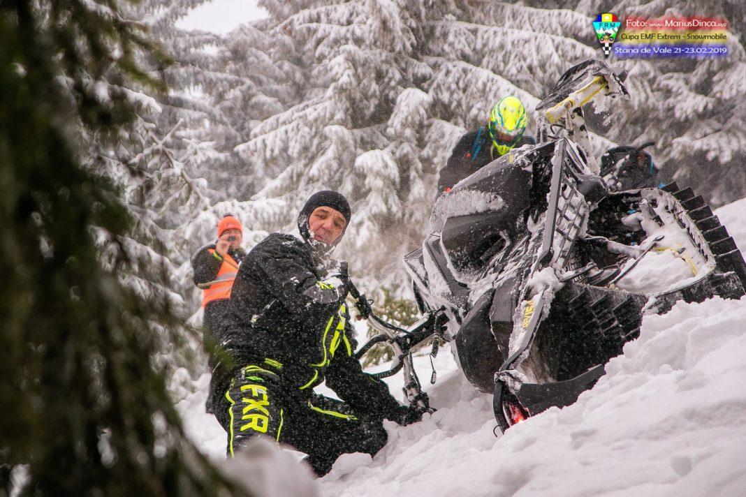 51670538_2203532983037047_49373230342864896_o-1068x712 Spectacol cu snowmobile la Stana de Vale