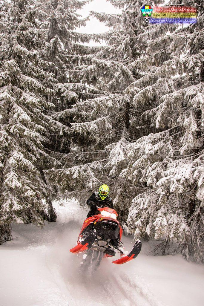 52440759_2203533876370291_2177401806068383744_o-683x1024 Spectacol cu snowmobile la Stana de Vale