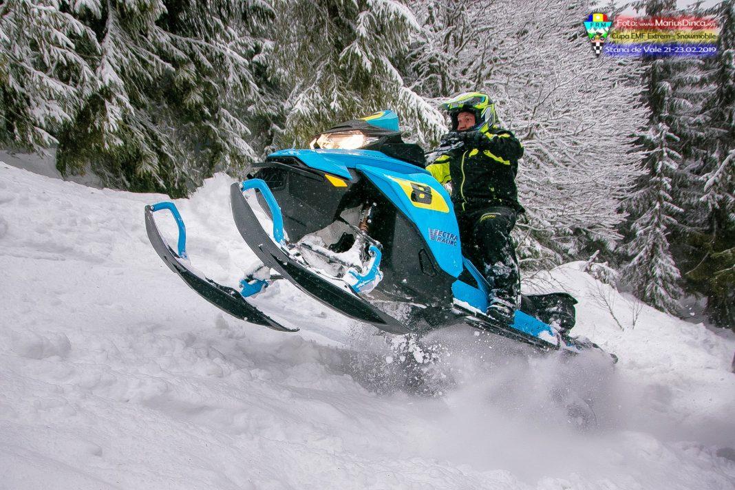52532794_2203533556370323_4244740543986270208_o-1068x712 Spectacol cu snowmobile la Stana de Vale