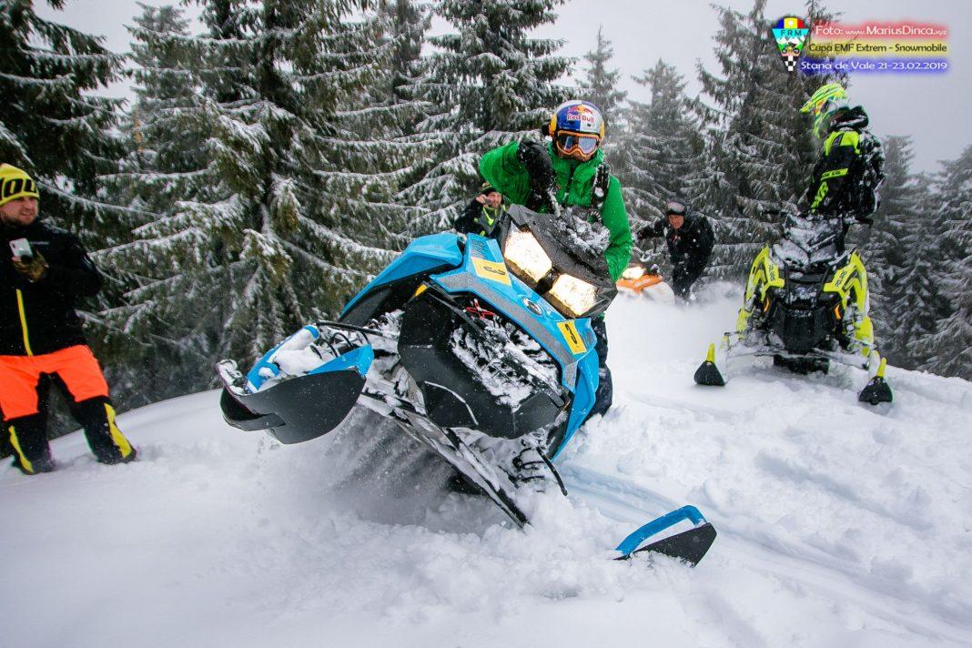 52608731_2203530749703937_2161437146341179392_o-1068x712 Spectacol cu snowmobile la Stana de Vale