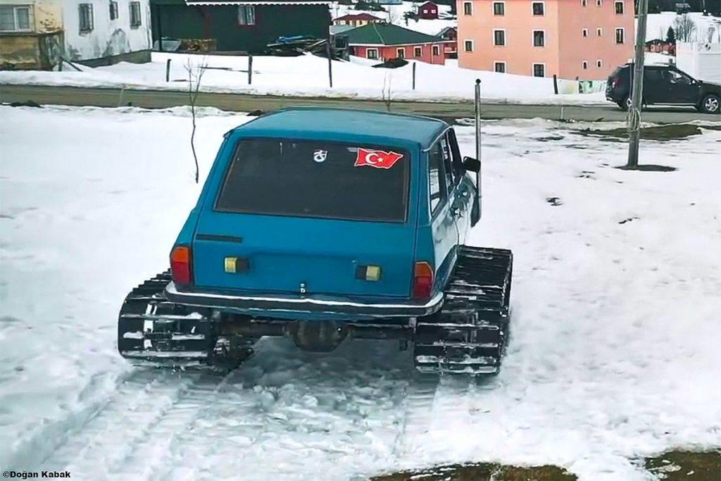 Renault-R-12-2-1024x683 Renault R12 snowmobil? Da, nu e gluma!