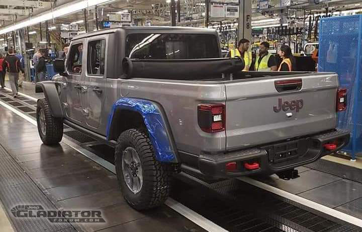 First-Production-2020-Jeep-Gladiator-Pickup-2 Noul Jeep Gladiator a intrat in productie