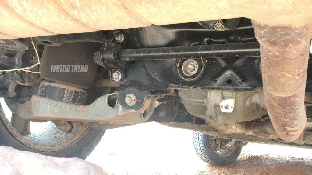 Land-Rover-Defender-Spy-Shots-2-1024x576 Detalii tehnice noi despre viitorul Defender!