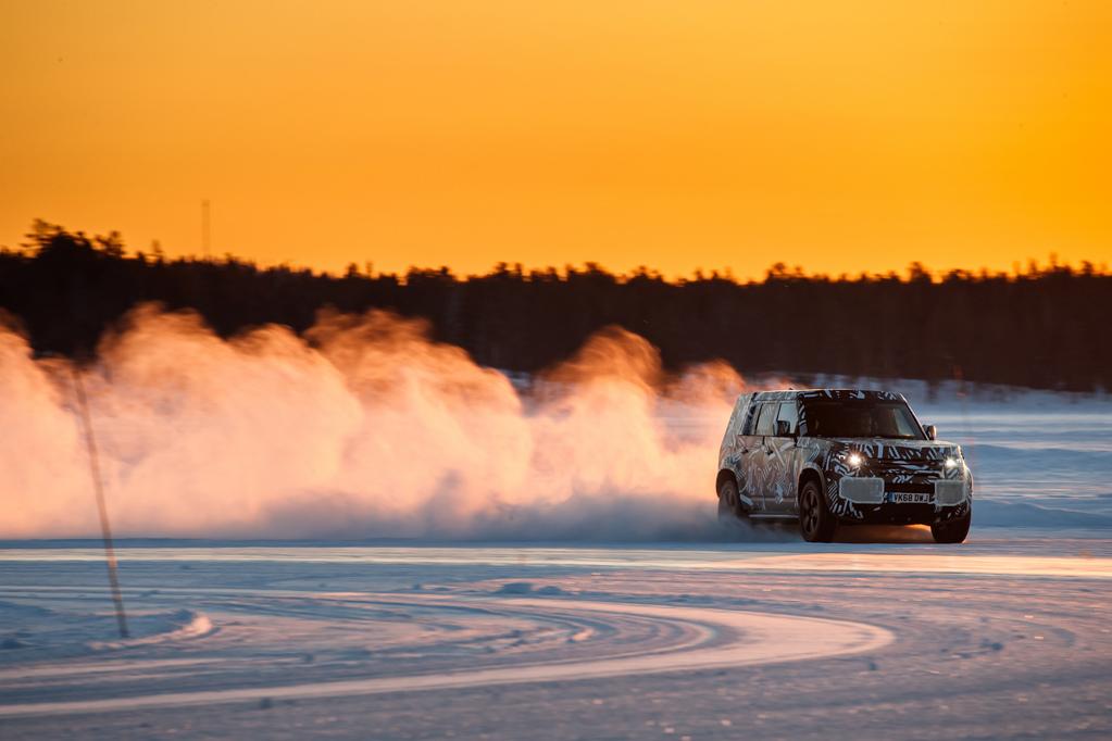 lrdefenderwld30041901-resize-1024x682 Noul Land Rover Defender atinge hotarul de 1.2 mil. kilometri de teste si proiectare