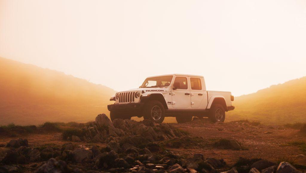 New-Jeep-Gladiator-10-1024x580 Gladiator surprins in varful Dolomitilor!