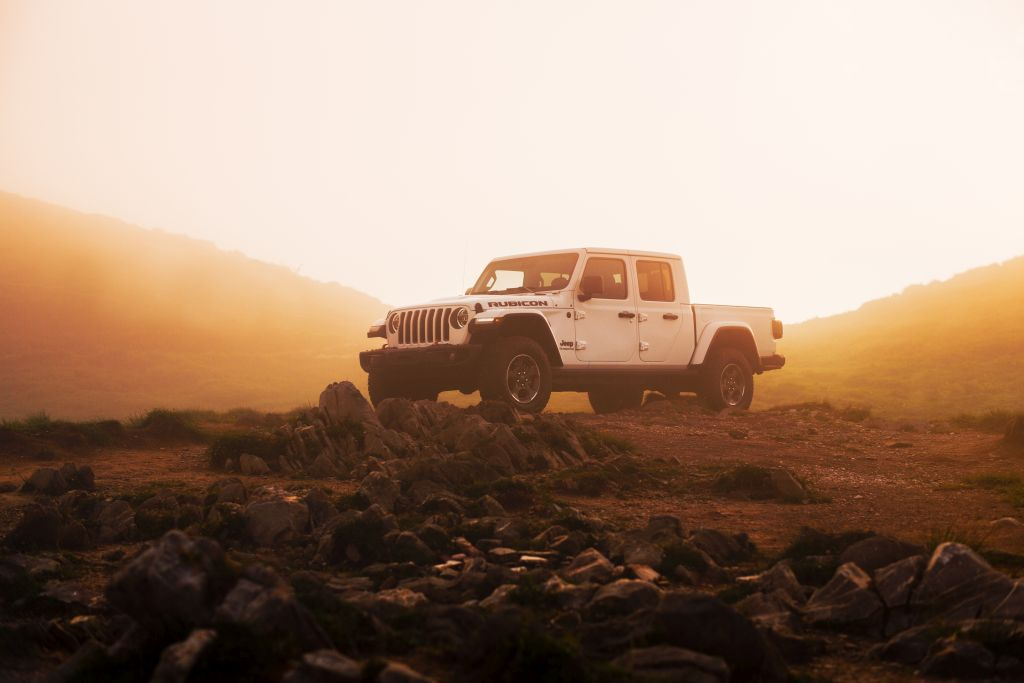 New-Jeep-Gladiator-10 Gladiator surprins in varful Dolomitilor!