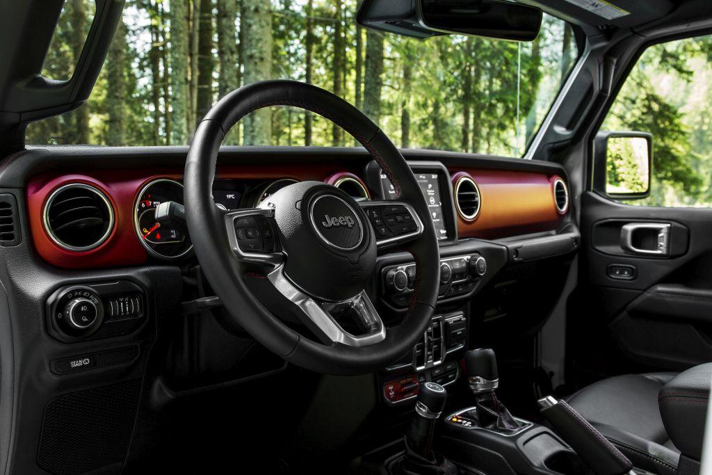New-Jeep-Gladiator-12 Gladiator surprins in varful Dolomitilor!