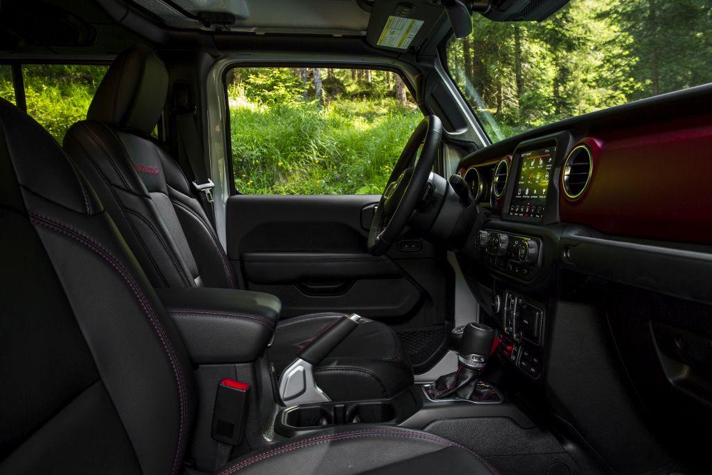 New-Jeep-Gladiator-13 Gladiator surprins in varful Dolomitilor!