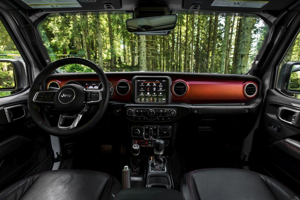 New-Jeep-Gladiator-14 Gladiator surprins in varful Dolomitilor!