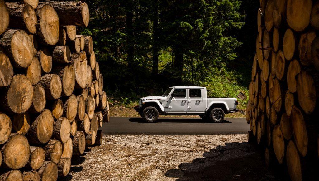 New-Jeep-Gladiator-16-1024x580 Gladiator surprins in varful Dolomitilor!