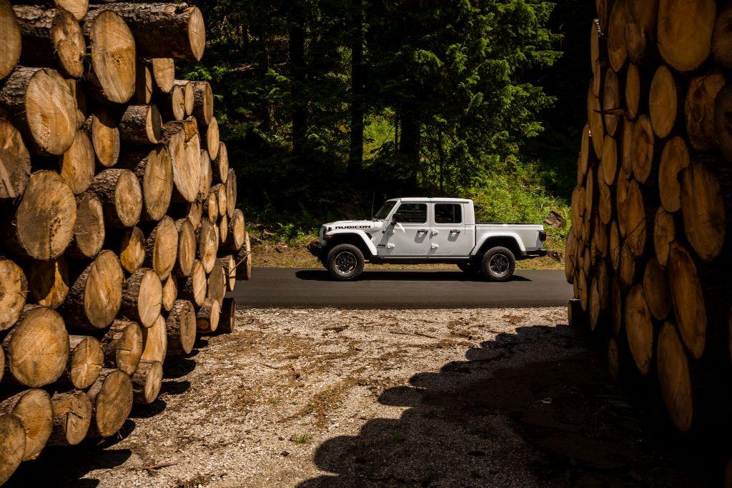 New-Jeep-Gladiator-16 Gladiator surprins in varful Dolomitilor!