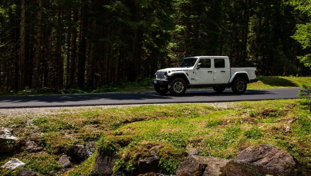 New-Jeep-Gladiator-18-1024x580 Gladiator surprins in varful Dolomitilor!