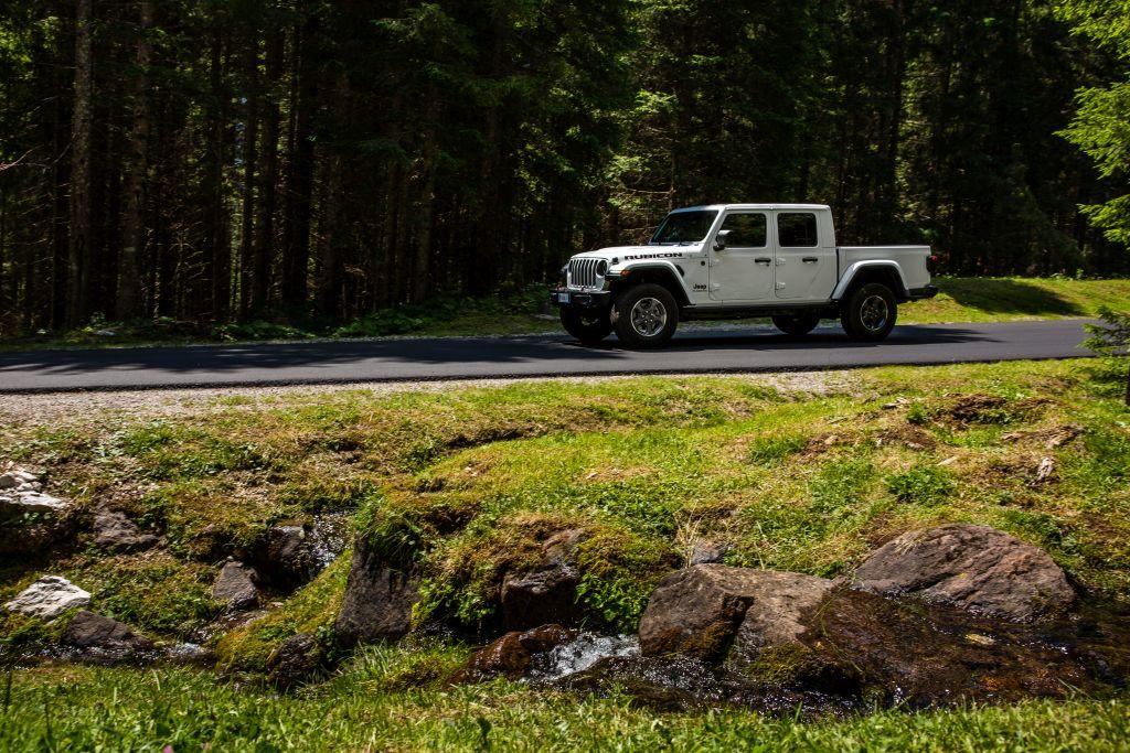 New-Jeep-Gladiator-18 Gladiator surprins in varful Dolomitilor!