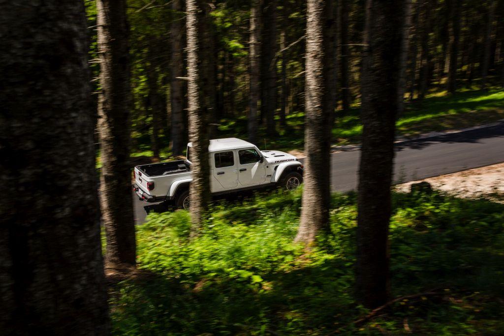 New-Jeep-Gladiator-19 Gladiator surprins in varful Dolomitilor!