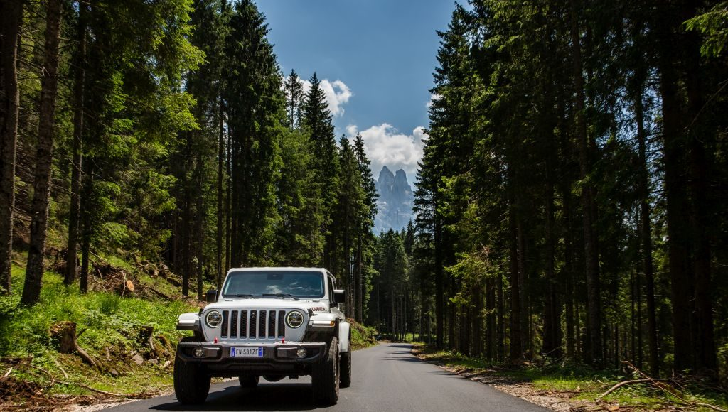 New-Jeep-Gladiator-20-1024x580 Gladiator surprins in varful Dolomitilor!
