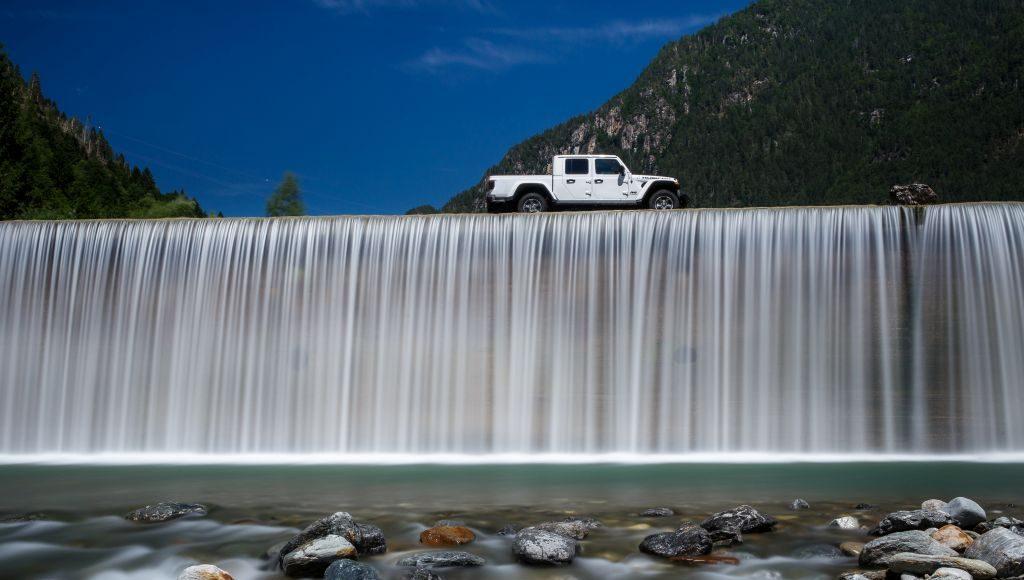 New-Jeep-Gladiator-21-1024x580 Gladiator surprins in varful Dolomitilor!